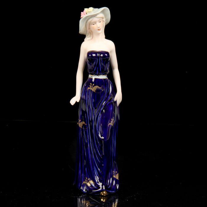 """Сувенир керамика """"Девушка в шляпке с цветами в синем платье"""" 30х8,5х6 см 1971433"""