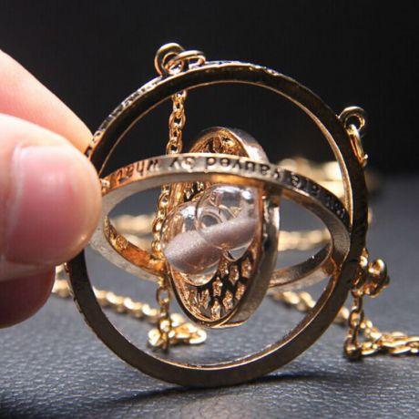 Кулон Песочные часы с цепочкой вращающийся 5,5х4см, золот., серый песок