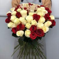 51 роза Эквадор 60 см с топпером