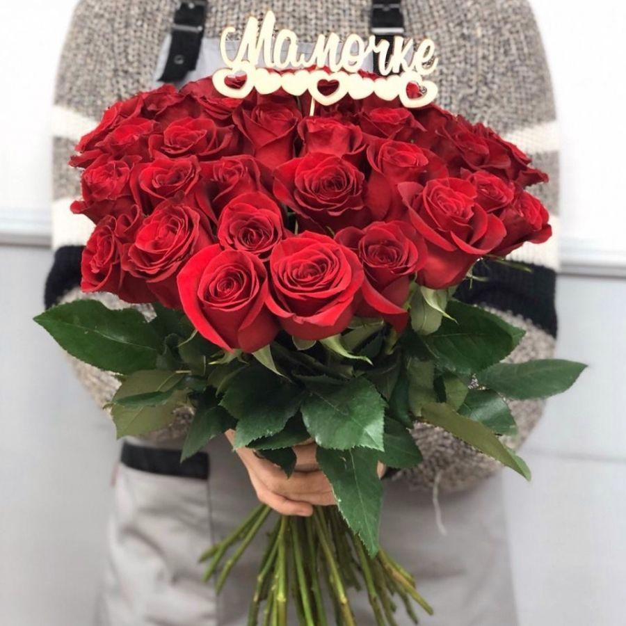 35 красных роз 60 см с топпером