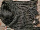 Теплый шарф с бахромой