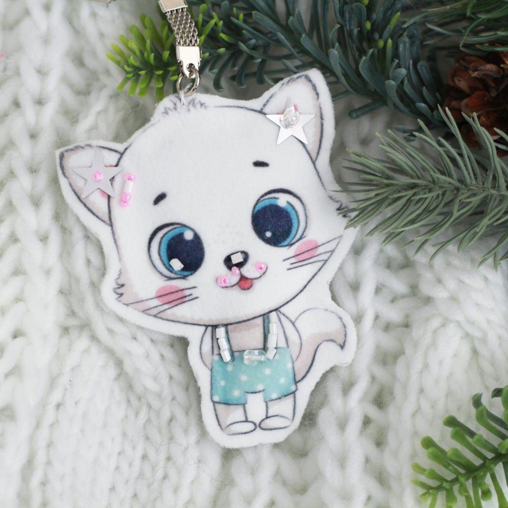 Набор для шитья текстильного брелока-подвески Котик белый