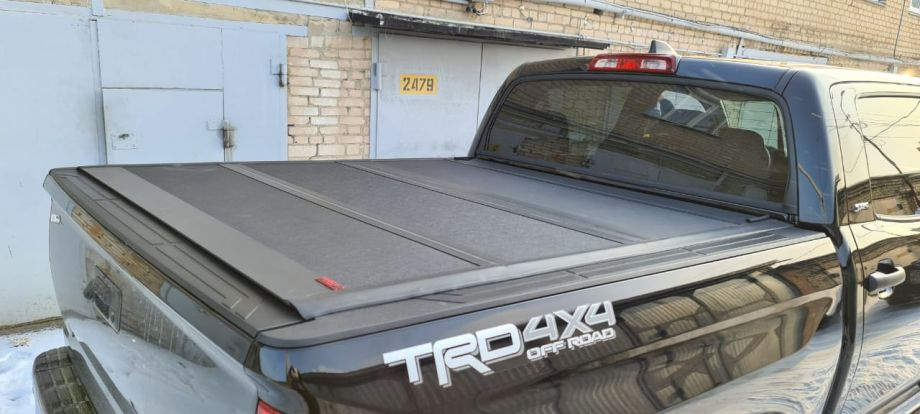 Жесткая четырехсекционная крышка кузова Kramco Toyota Tundra Crew Max 5.5 ft.