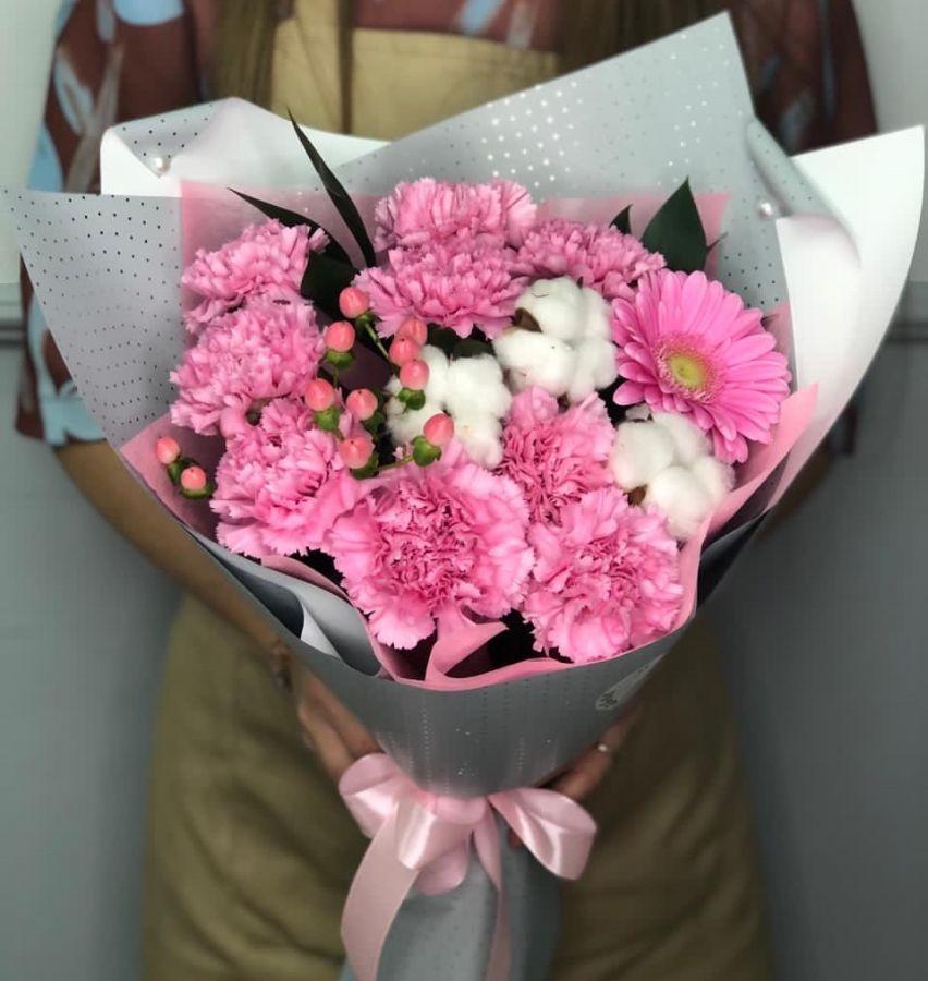 Букет в розовых тонах с хлопком