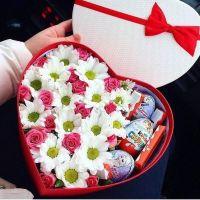 Сердце из роз с киндер-сюрпризом