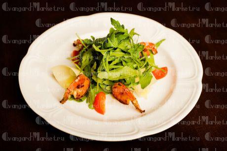 Мини салат с рукколой и креветками
