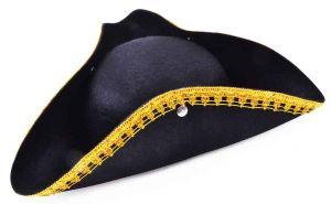 Треуголка с золотым кантом
