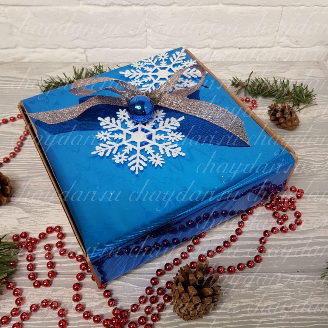 """Коробка с чаем и сладостями """"Синяя со снежинками"""""""