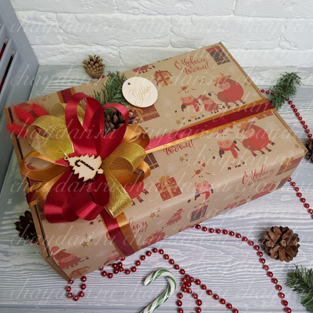 """Новогодний подарок с чаем, сладостями и полотенцем """"Год Быка """""""
