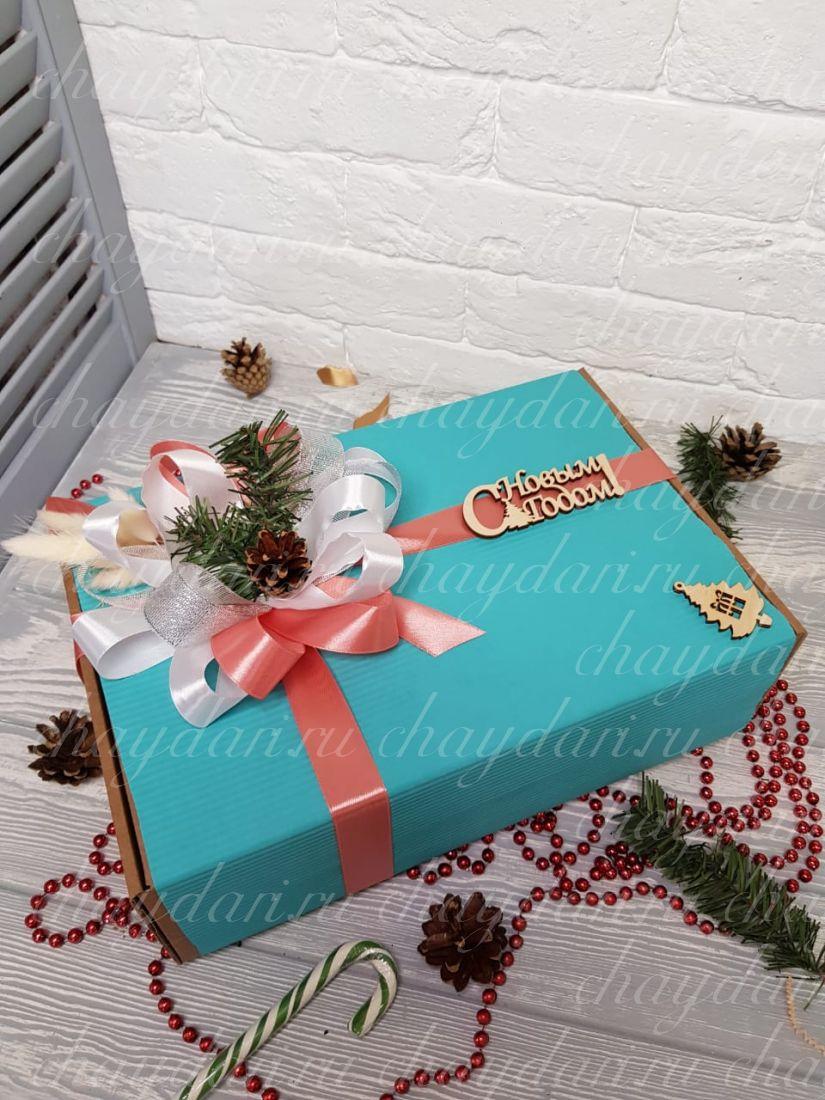 """Коробка с чаем, медом, сладостями и орехами """"Новый год в стиле Тиффани"""""""