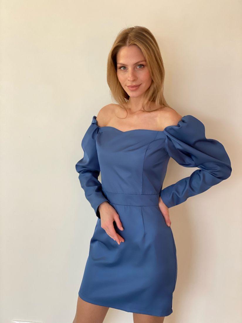 s3436 Платье-мини с открытыми плечами синее