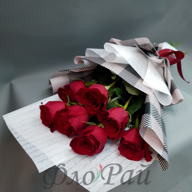 Букет 7 алых роз