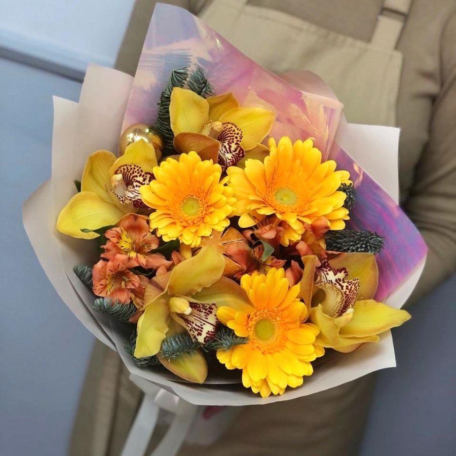 Солнечный букет с орхидеями, герберами и нобилисом