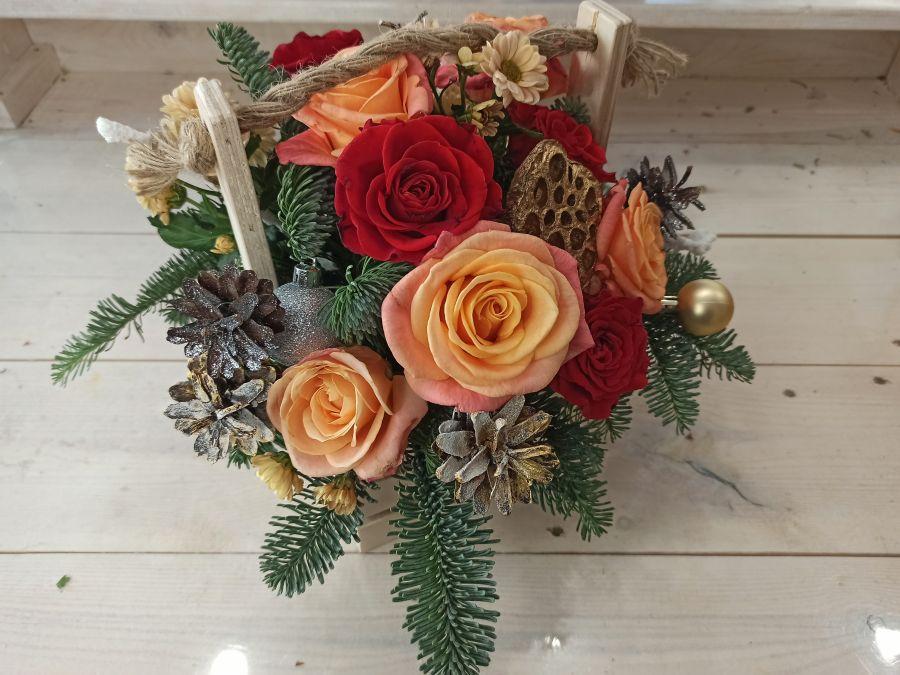 Новогодняя композиция в деревянной коробке