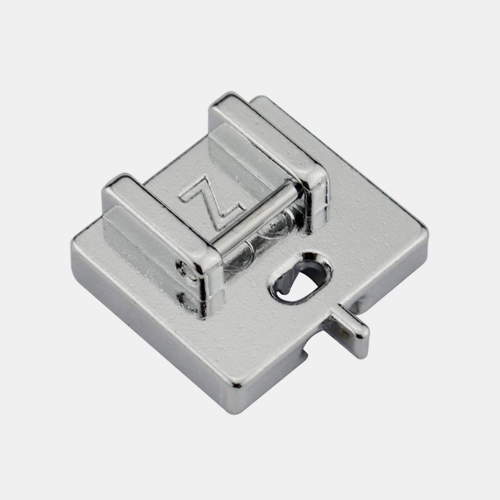 Лапка для потайной молнии Janome (для моделей с горизонтальным челноком).     Цена 990 руб