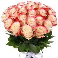 25 бело-розовых роз 60 см, перевязанных атласной лентой