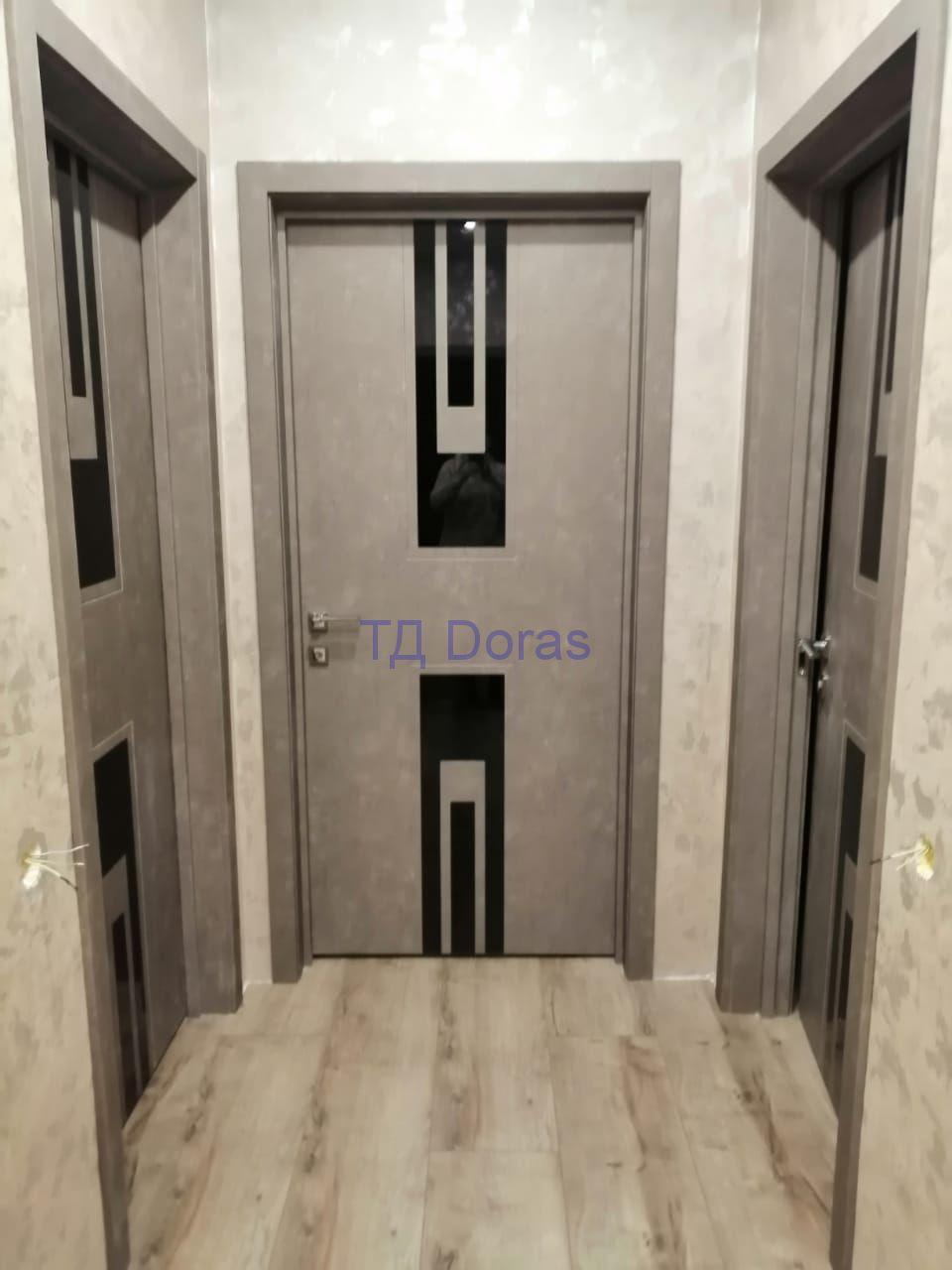 """Межкомнатна дверь """"Оскар 13"""" массив в ПВХ покрытии, цвет Бетон серый, стекло Лакобель черный"""