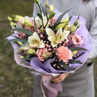 Сборный букет с лилией