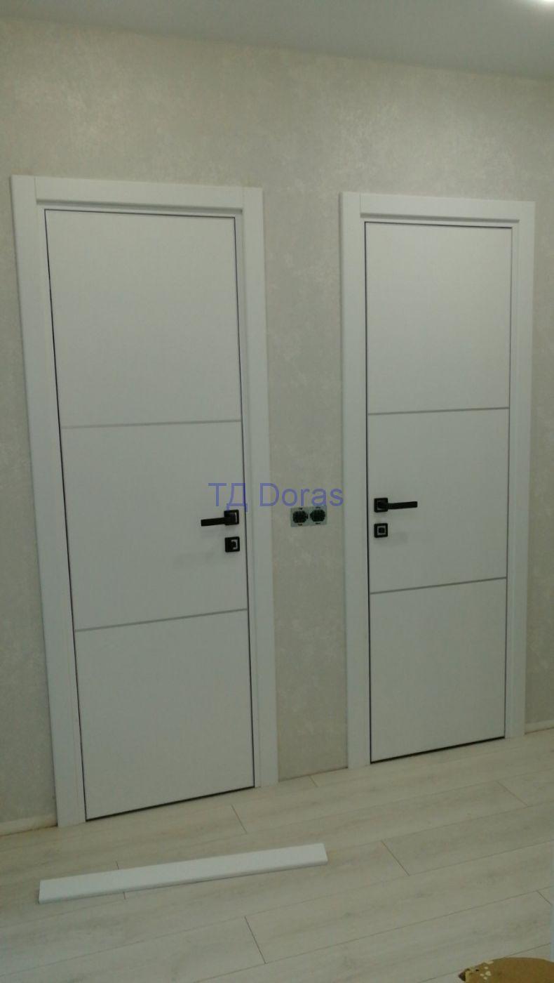 """Межкомнатная дверь """"Лина 3"""" массив в ПВХ с ал.молдингом, цвет белый софт"""