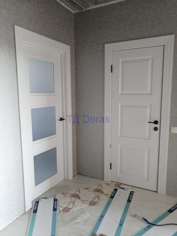 """Межкомнатная дверь """"Степ 4"""" массив в ПВХ, цвет белый снег матовый, стекло сатинат белый"""