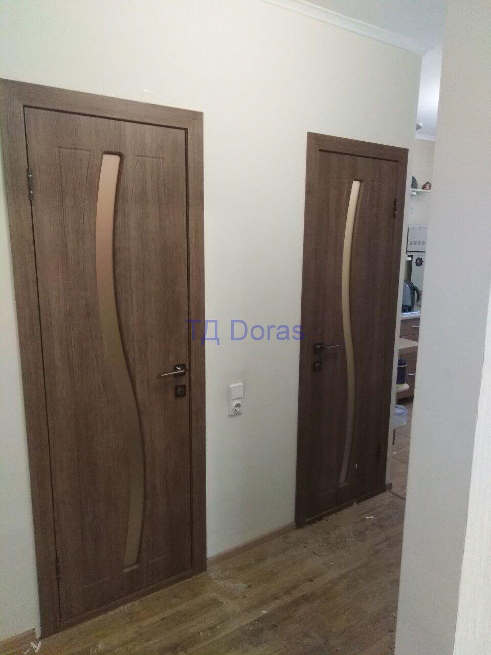 """Межкомнатна дверь """"Стелла"""" массив в ПВХ покрытии ПВХ, цвет Орех гварнери, сатинат тонированный"""