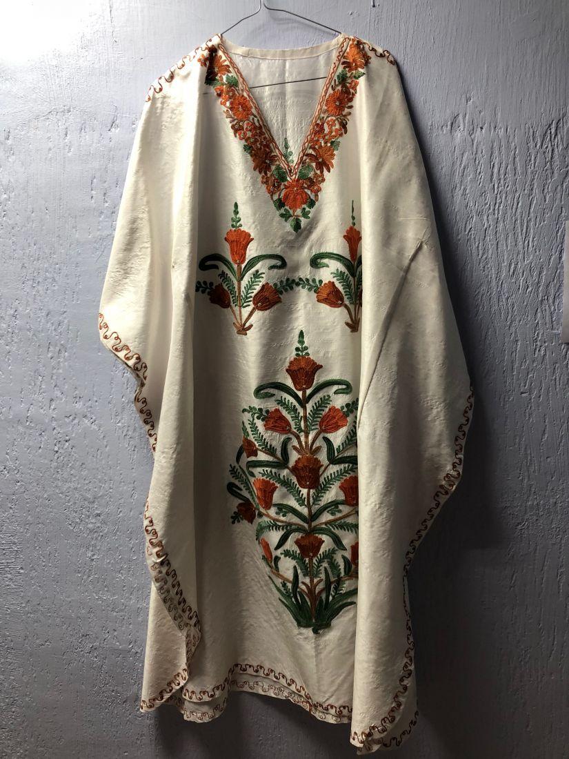 Шёлковое белое платье с вышивкой (Москва)