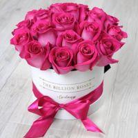 Малиновые Розы в коробке от 7 штук