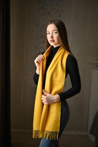 тёплый шарф с кистями 100% шерсть мериноса,  расцветка  Классический Желтый 100% Ultrafine Merino Wool Yellow solid , средняя плотность 5