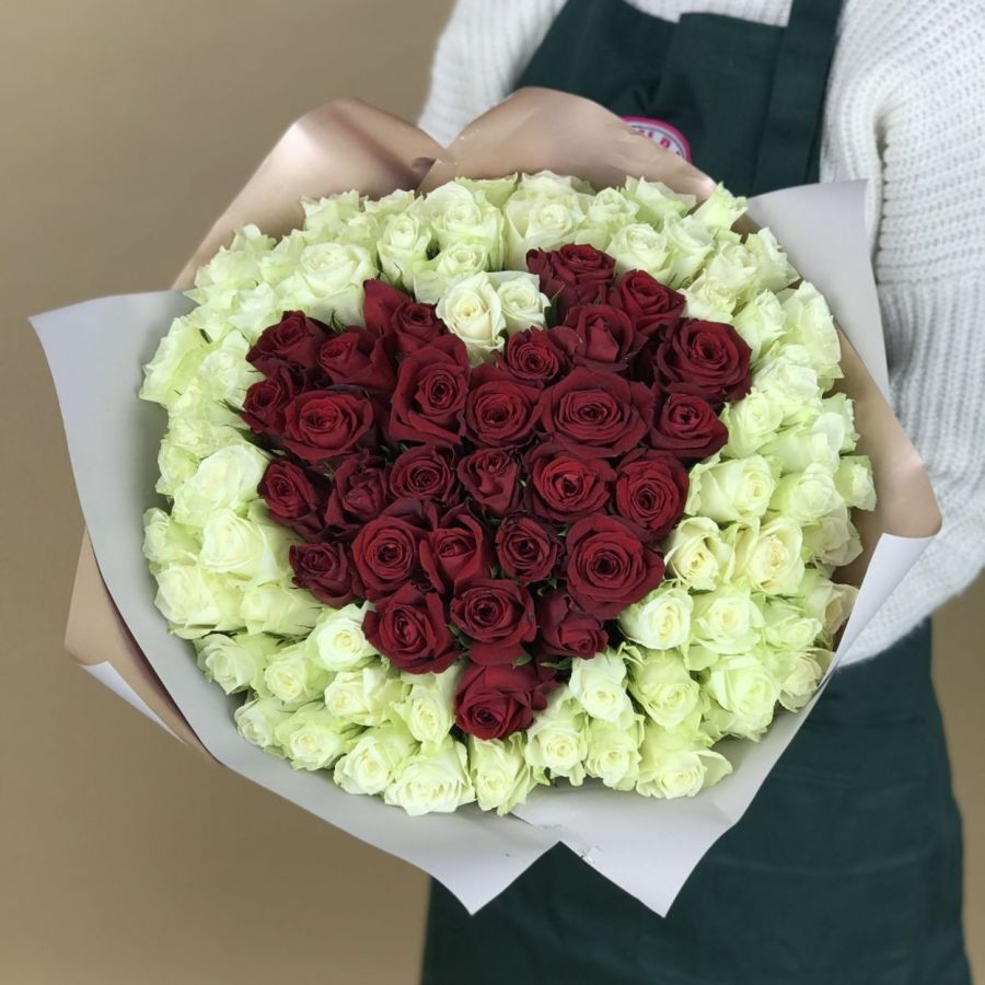 Сердце из 101 кенийской розы