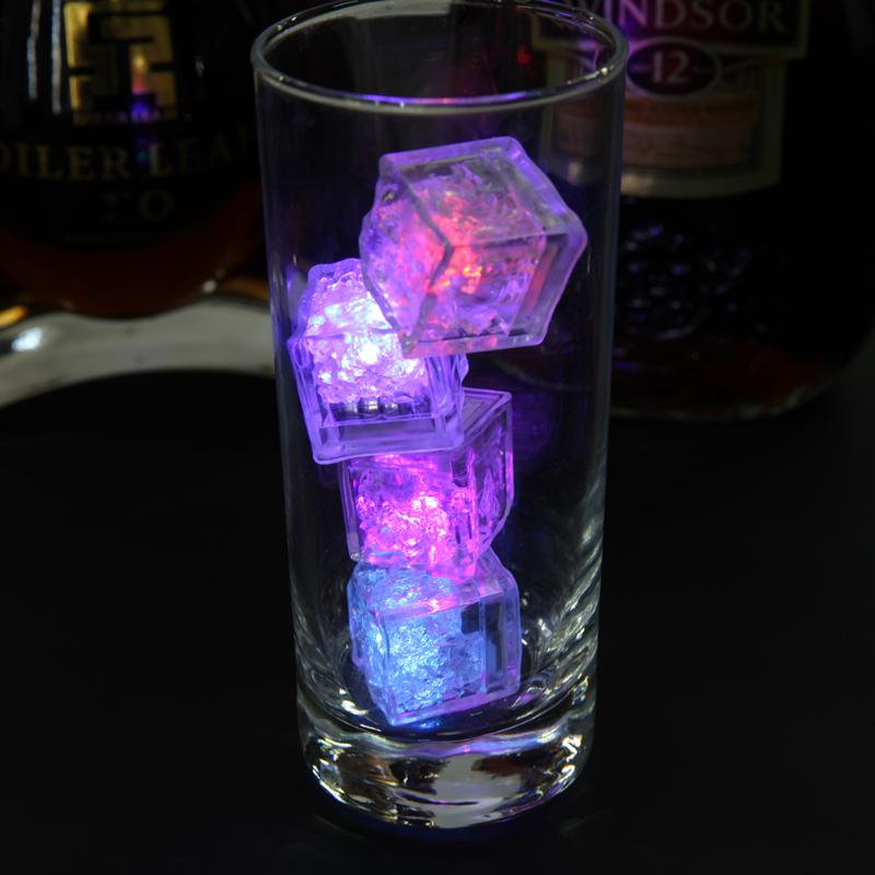 Светящийся кубик светодиодного льда