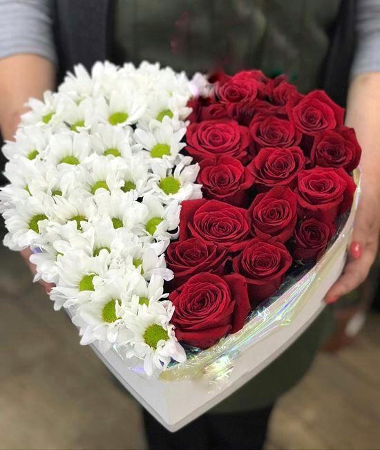 17 Красных роз и хризантемы