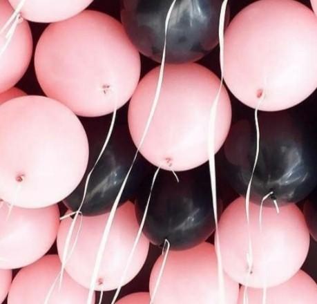Ассорти розовый и черный латексных шаров с гелием