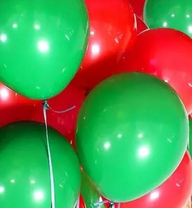Ассорти красный и зеленый латексных шаров с гелием