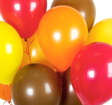 Ассорти красный, оранжевый, желтый, коричневый латексных шаров с гелием