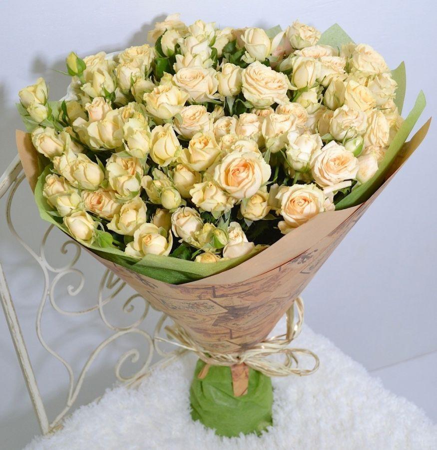 Кустовые розы разных цветов