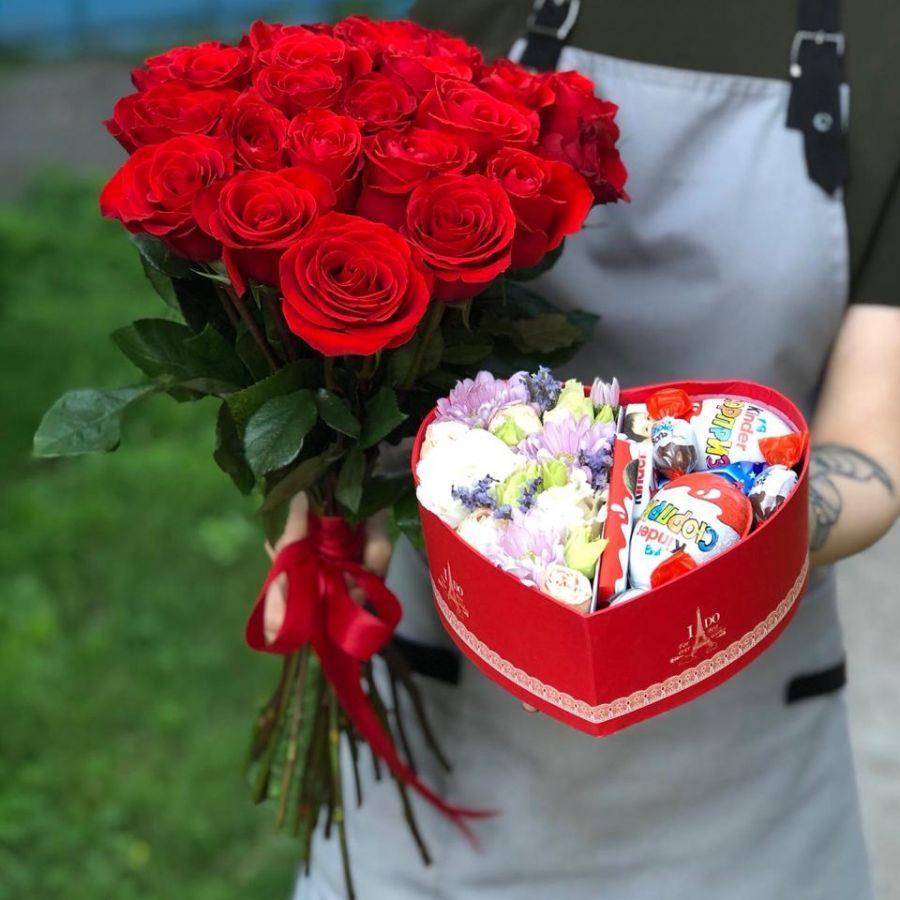 Акция! 25 красных роз Эквадор 50 см и коробочка в форме сердца