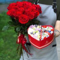 Акция! 25 красных роз Эквадор 60 см и коробочка в форме сердца