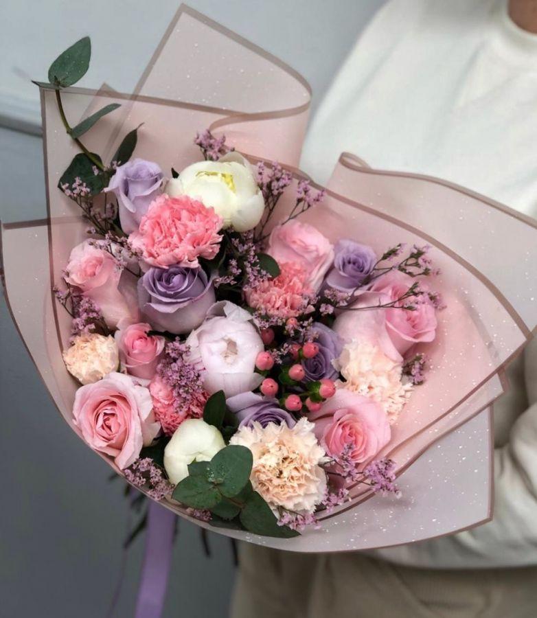 Сборный букет с розами и пионами