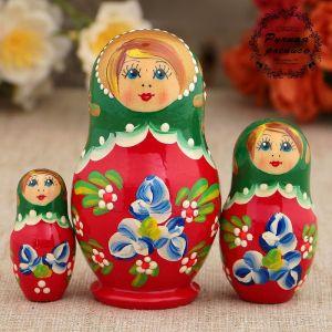 Матрёшка «Синие цветочки», с серёжками, зелёный платок, 3 кукольная, 9 см