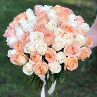 51 роза  бело-персиковый микс