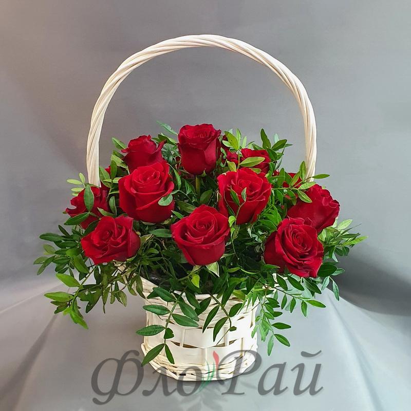 15 роз в корзине