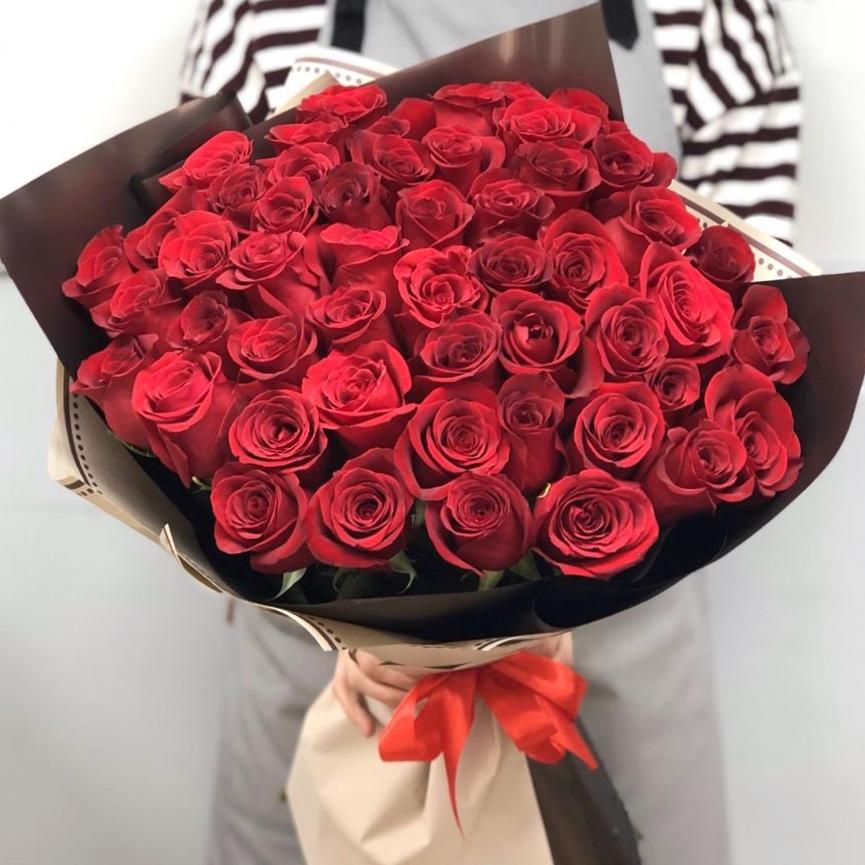 51 роза 60 см в красивой упаковке