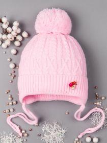 РБ 0012445 Шапка вязаная для девочки на завязках, бубон, на отвороте брошь, светло-розовый