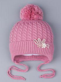 РБ 0023417 Шапка вязаная для девочки с бубоном на завязках, на отвороте цветочки, тускло-розовый