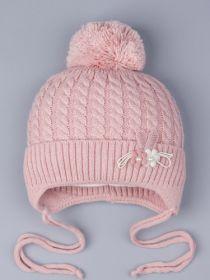 РБ 0023418 Шапка вязаная для девочки с бубоном на завязках, на отвороте цветочки, бледно-розоватый