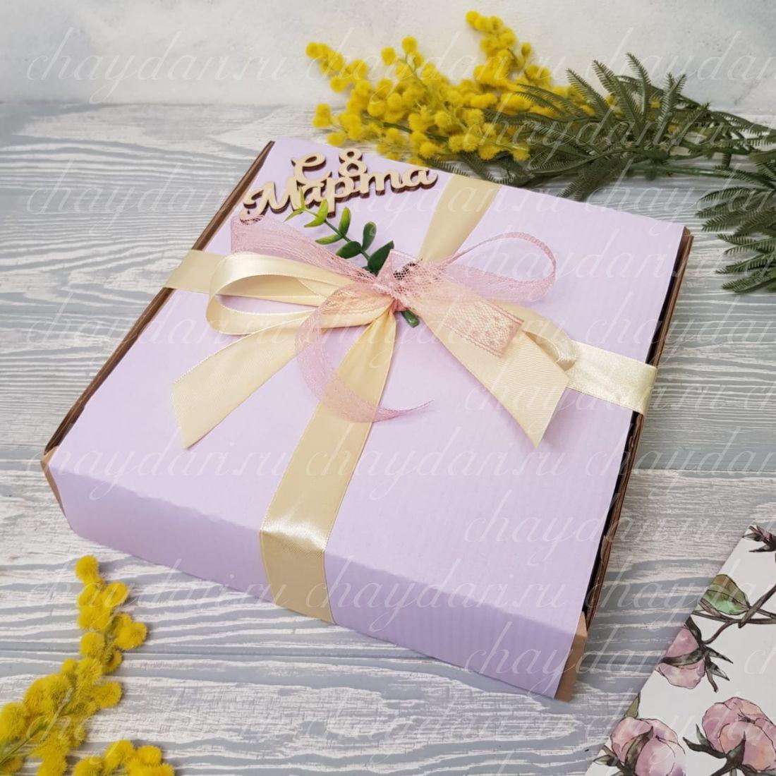 """Коробка с чаем и сладостями """"Сиреневое 8 марта"""""""