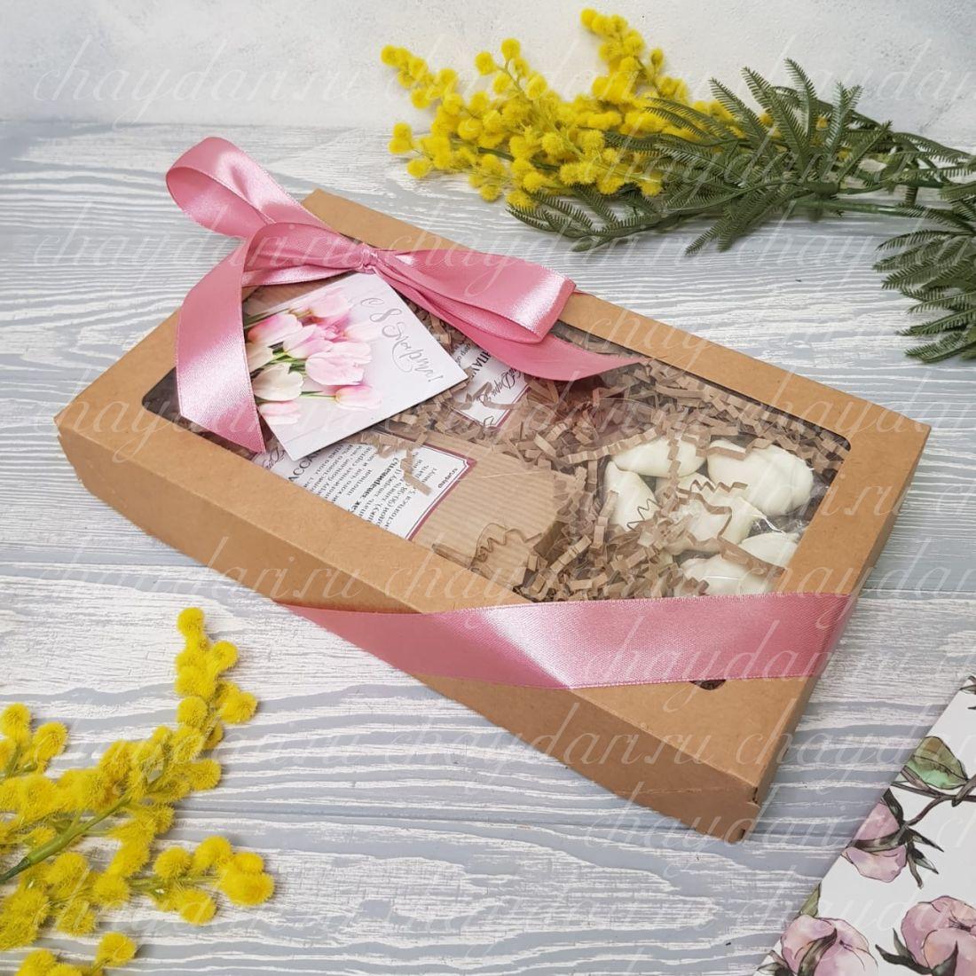 Коробка с чаем и сладостями «С тюльпанами»