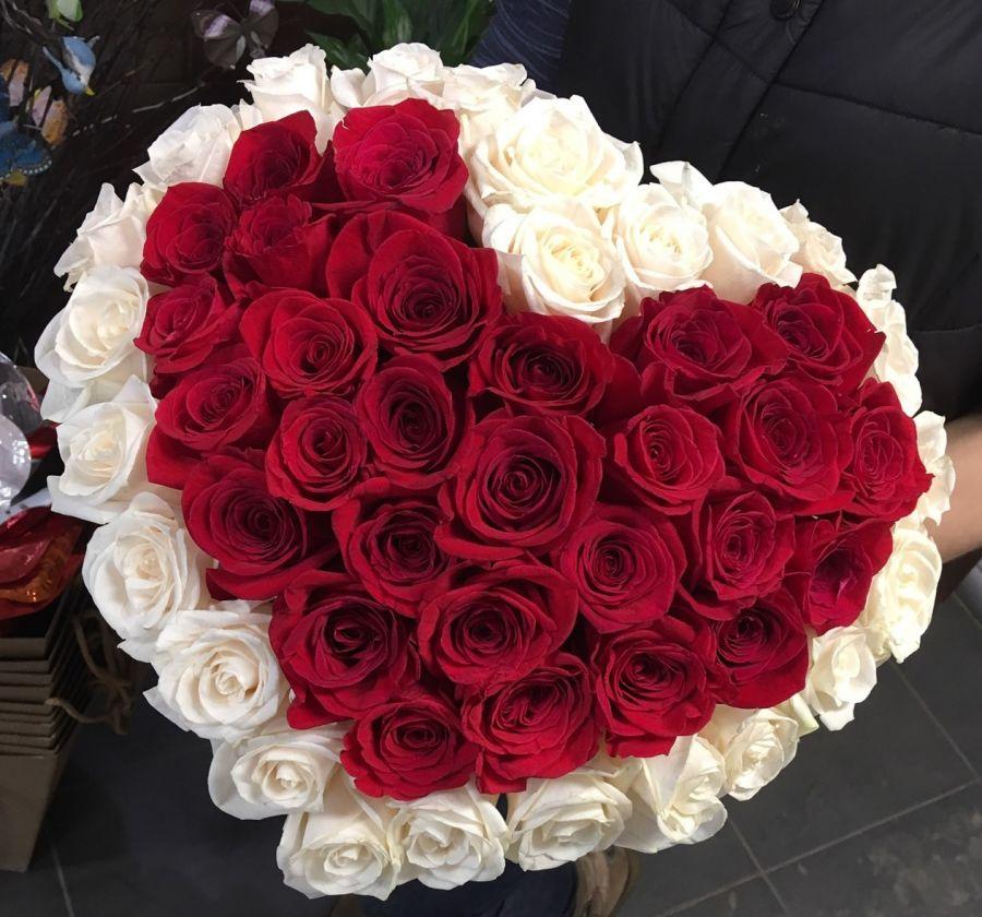 Букет сердце из 55 роз Эквадор
