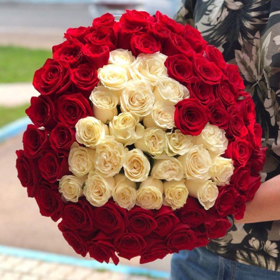 75 роз в форме сердца