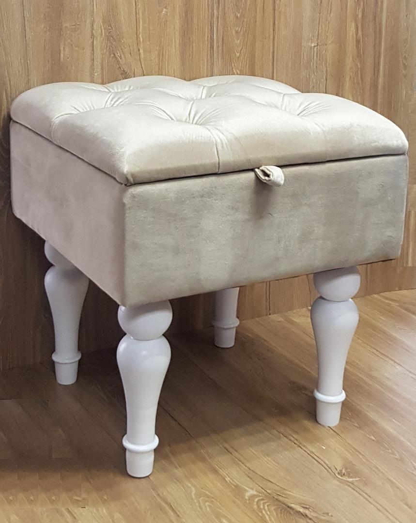 Банкетка с каретной стяжкой малая на резных ножках